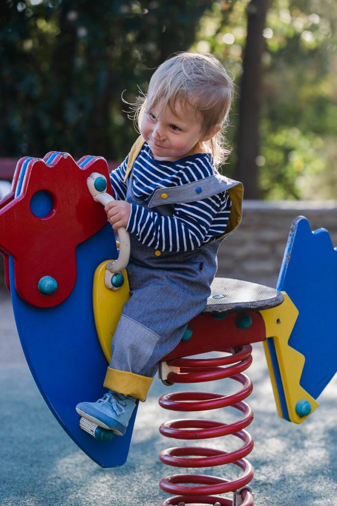 Chaussures souples barefoot pour bébé Wildling Shoes au parc