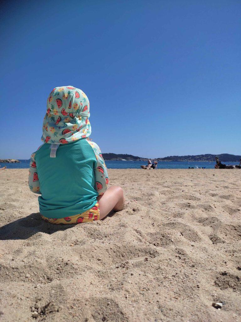 Couche de bain lavable tshirt anti uv et chapeau de bain bambino mio pour bébé à la plage